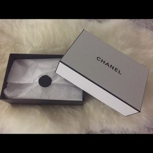Chanel white and black gift box 🎁🌺